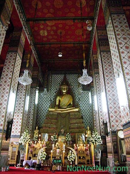 พระประธานในพระวิหารมีชื่อว่า พระพุทธชัมพูนุทมหาบุรุษลักขณาอสีตยานุบพิตร เป็นพระประธานปางมารวิชัย หน้าตักกว้าง ๖ ศอก หล่อด้วยทองแดง ปิดทอง เป็นพระประธานที่หล่อพร้อมกับพระประธานในพระอุโบสถวัดสุทัศนเทพวราราม