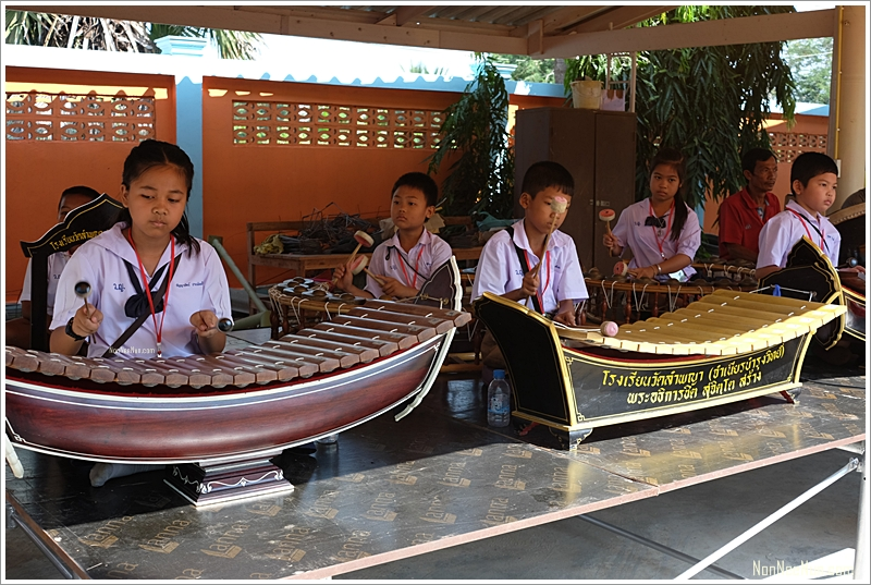 น้องๆมาเล่นดนตรีไทยให้ฟังที่ CP1